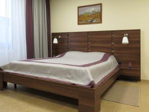 A bed or beds in a room at Family Apartments