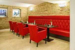 Ein Restaurant oder anderes Speiselokal in der Unterkunft Haus Hotel & Pension Villa Laluna