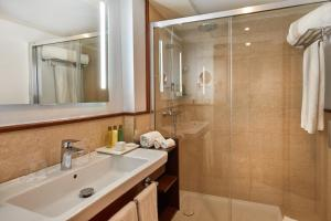 Ett badrum på Secrets Mallorca Villamil Resort & Spa - Adults Only (+18)