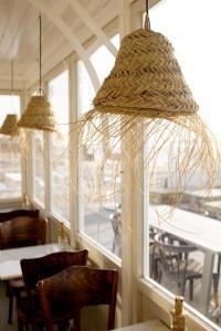 Een restaurant of ander eetgelegenheid bij Ajuma Strandkamers