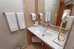 A bathroom at Hotel Aqua