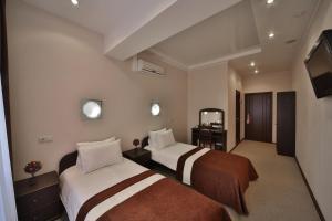 Кровать или кровати в номере Современник