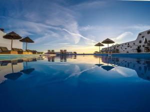 The swimming pool at or close to Hotel Tagoo