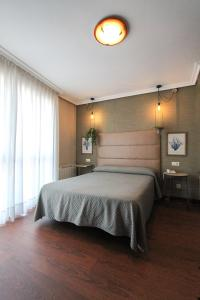 A bed or beds in a room at Hotel Verdemar