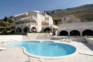 The swimming pool at or close to Apartments with a swimming pool Soline, Dubrovnik - 4762