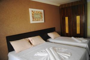A bed or beds in a room at Candango Aero Hotel