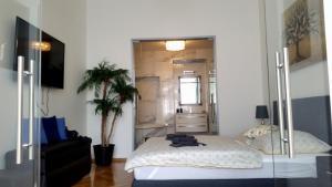 Een bed of bedden in een kamer bij Apartment Gallery