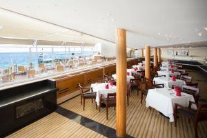 Een restaurant of ander eetgelegenheid bij Lido Sharm Hotel Naama Bay