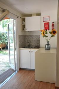 Cucina o angolo cottura di Villaggio Camping Torre Salinas