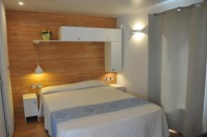 Letto o letti in una camera di Villaggio Camping Torre Salinas