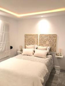 A bed or beds in a room at Luxury Loft Malaga Torremolinos Sol