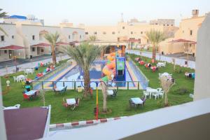 Uma vista da piscina em Al Khuzami Hotel and Resort ou nos arredores