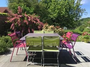 Restaurant ou autre lieu de restauration dans l'établissement Le Jardin d'Inès