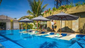 The swimming pool at or near Grand Venus La Residence