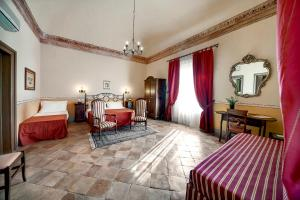 A seating area at Hotel Villa Giulia