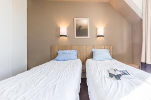 A bed or beds in a room at Résidence Pierre & Vacances Green Beach