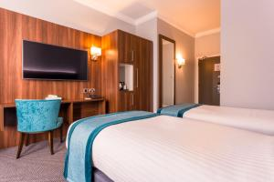 A bed or beds in a room at Carlton Hotel