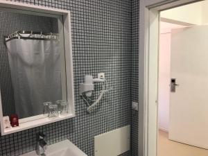 A bathroom at ComVida Quiaios