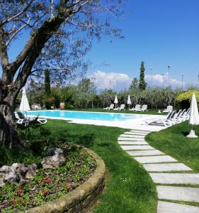 The swimming pool at or close to Agricampeggio Oasi del Garda