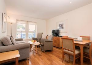 A seating area at Holyrood Aparthotel