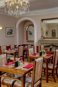 A restaurant or other place to eat at Best Western Henbury Lodge Hotel