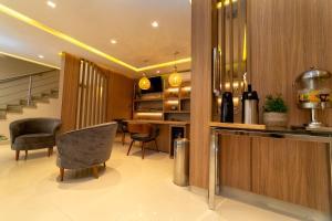 O saguão ou recepção de Hotel Porto Madeira