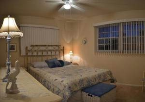 A bed or beds in a room at North Port 6320