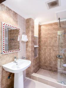 Um banheiro em Juina Castle alriyad
