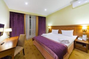 Кровать или кровати в номере Отель Биляр Палас