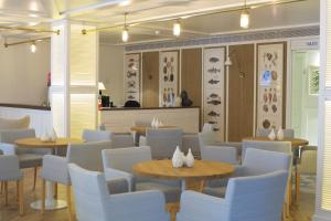 Un restaurante o sitio para comer en Hotel Els Pins
