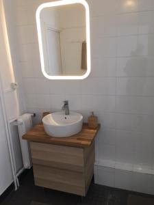 A bathroom at Cosy Place Near Vieux Port