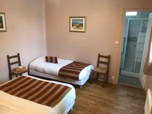 Cama o camas de una habitación en HÔTEL LES IRIS