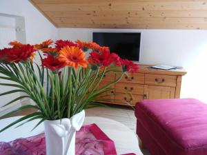 Ein Bett oder Betten in einem Zimmer der Unterkunft Alpenliebe Ferienwohnungen
