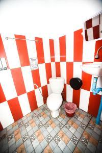 A bathroom at Carabao Dive Resort
