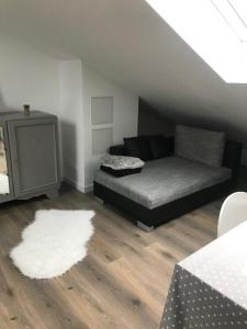 "A bed or beds in a room at Chez Karim et Malou ""Nuit étoilée"""