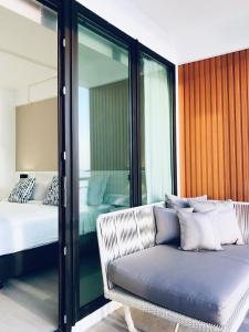 Ein Bett oder Betten in einem Zimmer der Unterkunft Blue Tao Beach Hotel