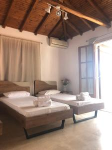 A bed or beds in a room at Central Guest House Skiathos