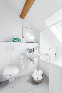 Ein Badezimmer in der Unterkunft Swiss Star Hard Bridge - contactless self check-in