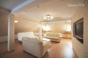 Гостиная зона в Каркушин Дом