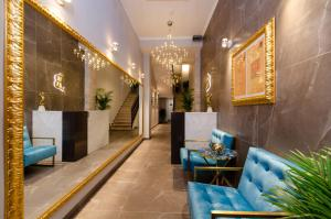The lobby or reception area at Villa Brandestini