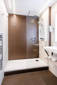 A bathroom at Mercure Brive