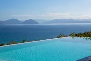 Piscina di Anemos Luxury Villas o nelle vicinanze