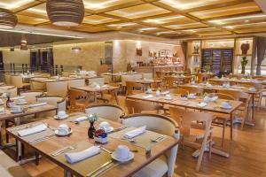 ホテル グラン マルキースにあるレストランまたは飲食店