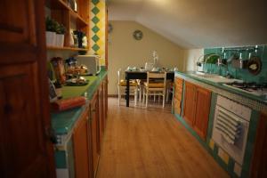 A kitchen or kitchenette at La Castellana