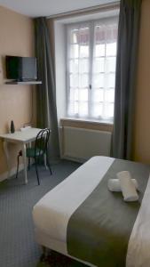 Salle de bains dans l'établissement Hôtel Duguesclin