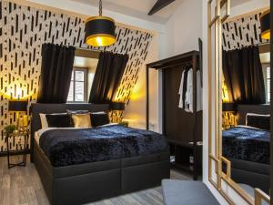 A bed or beds in a room at Golden Prague Rooms