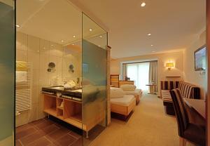 A bathroom at Hotel Arnika