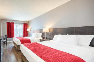 A bed or beds in a room at Hotel Universel