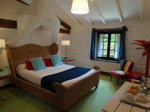 A bed or beds in a room at Landarte