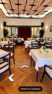 Ein Restaurant oder anderes Speiselokal in der Unterkunft Hotel & Restaurant Schenk von Landsberg
